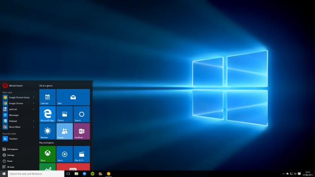 Windows 10 может автоматически скачаться на компьютер