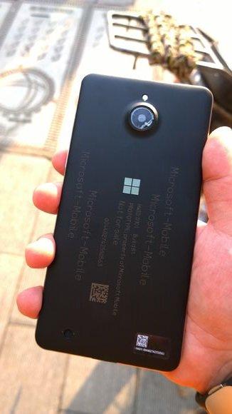 Изображения отменённого смартфона Microsoft Honjo появились в Сети