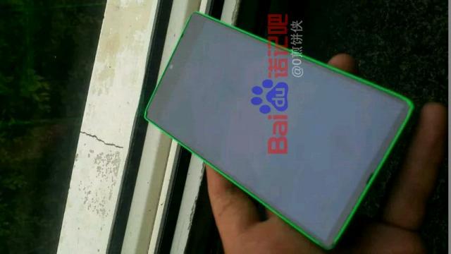 В Сети оказалась фотография прототипа Lumia 435