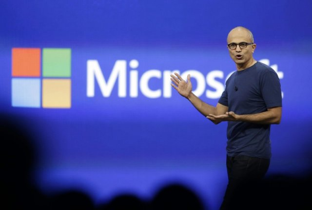 Наделла признаёт, что Microsoft пропустила «мобильный бум», и называет HoloLens «бескомпромиссным компьютером»