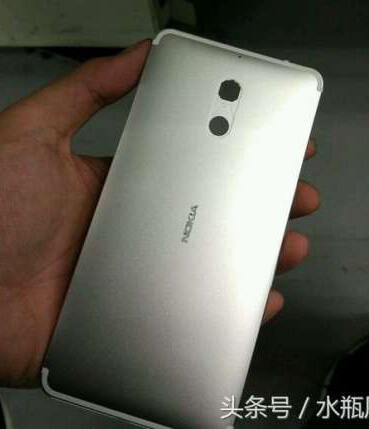 В Сети появились фотографии смартфона Nokia D1C