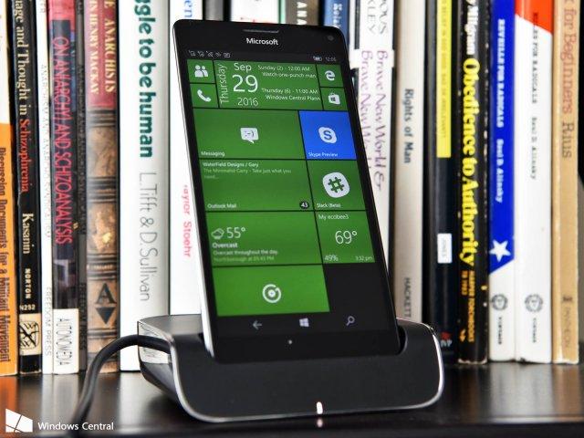 Зачем Microsoft продолжает работать над Windows 10 Mobile?