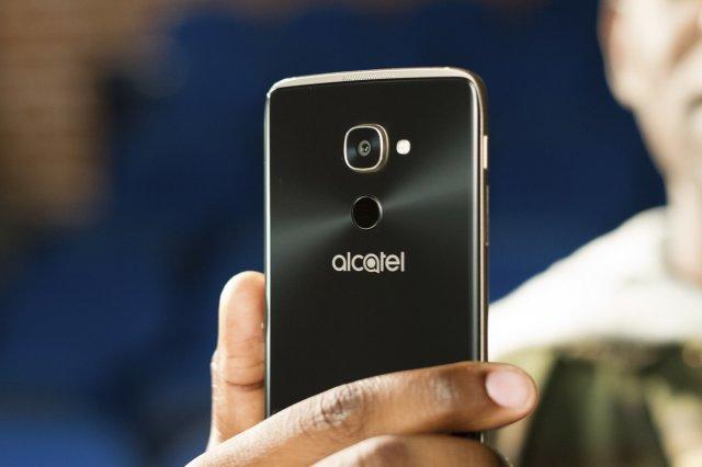 Windows-смартфон Alcatel годичной давности в Европе можно купить за двойную цену
