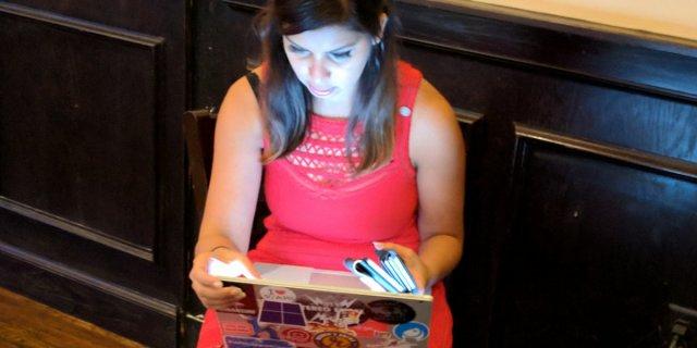 Записную книжку на фото приняли за Surface Phone
