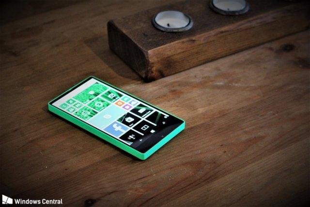 Отменённый безрамочный смартфон Microsoft снова появился на фотографиях
